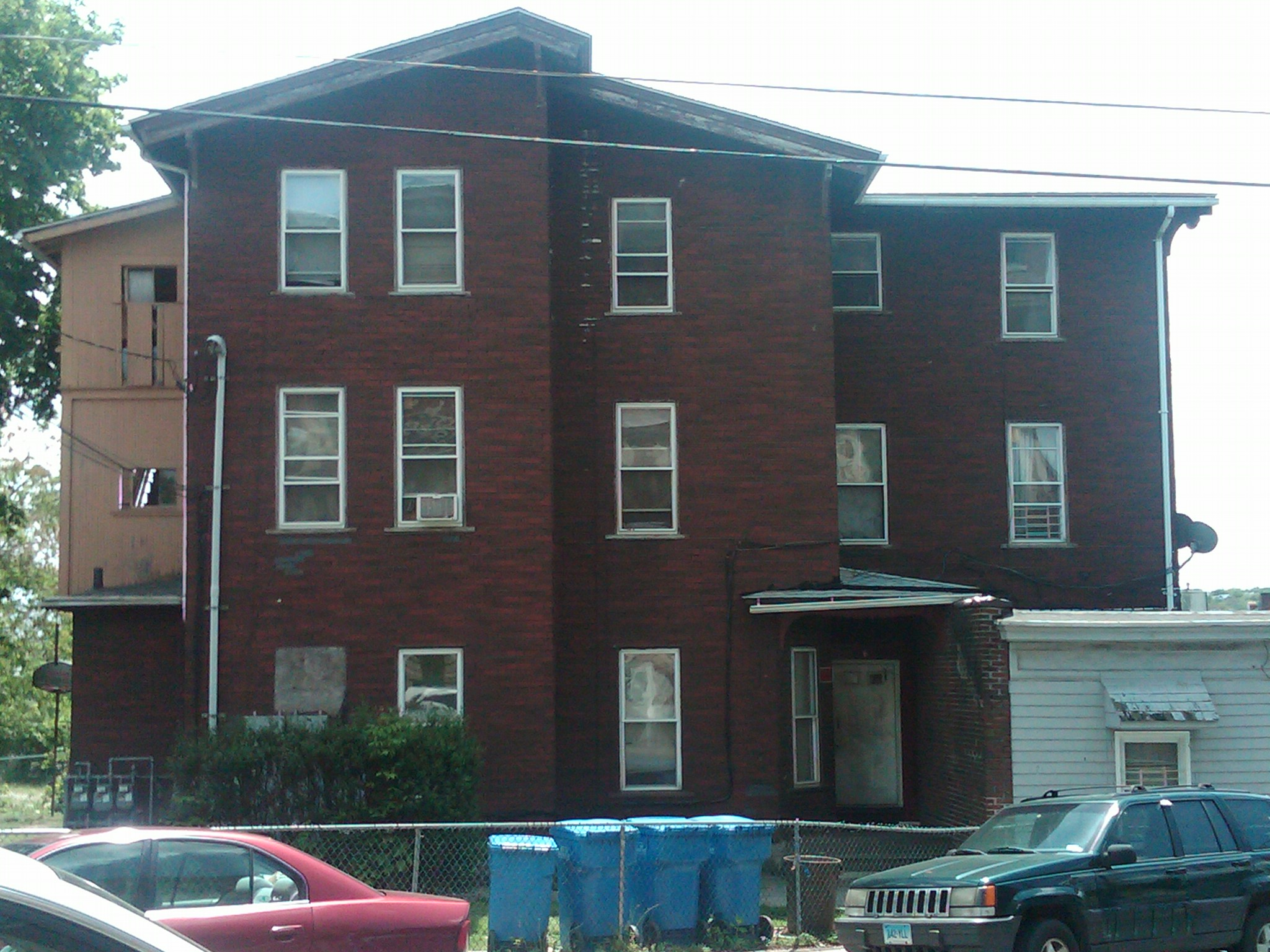 One Bedroom Apartment In Waterbury For Rent   6 Pine Street. Waterbury Home Rentals   Call 203 510 6177 or E mail
